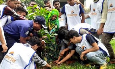 শাহজাদপুরে 'আলোকবর্তিকা'র উদ্যোগে বৃক্ষ রোপন